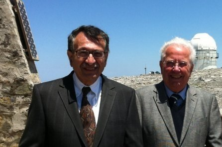 <p>Ioannis Papamastorakis, former director of the Skinakas Observatory, and the former MPE director Gerhard Haerendel, who for a time was co-director at the observatory. In the background the dome of the 1.3m telescope.</p>