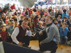 "<p><span class=""small"">Two cosmonauts visit a Garching primary school</span></p>"