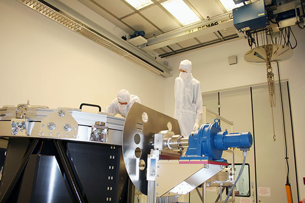 In two clean rooms, ISO class 6, projects can be implemented under clean room conditions.