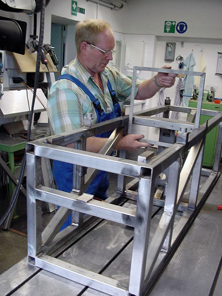Mounting frame for the ARGO experiment